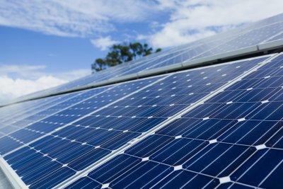 Balkonbrüstung aus Solarzellen: