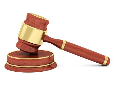 Urteil: WEG fordert Abbau einer Außentreppe im Garten einer Mietpartei